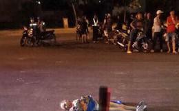 Thanh niên vác thi thể trong nhà hoang vứt ra đường
