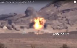 Cận cảnh xạ thủ Houthi tấn công một xe BMP-2 của quân Yemen