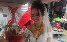 """Những cô dâu """"nổi như cồn"""" trên MXH năm 2018 vì... vòng vàng đeo trĩu cổ"""