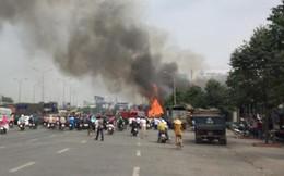 Nhiều căn nhà bị đổ sập vì đám cháy lớn tại xưởng kinh doanh pallet gỗ ở Đồng Nai