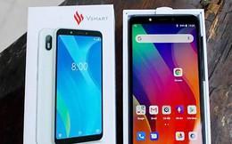 """Dịp Noel, nhiều nhà bán lẻ """"hối thúc"""" khách mua smartphone Vingroup trước khi tăng giá"""