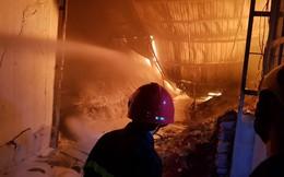 400 chiến sĩ chữa cháy tại công ty nhựa ở Khu công nghiệp Trà Nóc - Cần Thơ