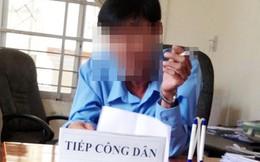 """Chánh Thanh tra Sở vừa hút thuốc vừa từ chối đơn khiếu nại: """"Đây là do anh Quang bị nghiện thuốc lá"""""""