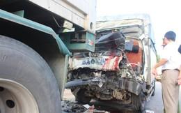 Xe tải đâm xe đầu kéo, tài xế và phụ xe thiệt mạng