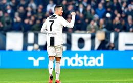 Ronaldo cứ 'ra chân' là có kỷ lục