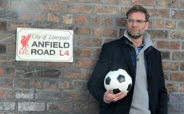 """Trên con đường lật đổ Man City, Klopp tìm về """"căn phòng giày"""" huyền thoại của Liverpool"""
