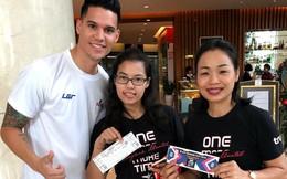 """Fan Thái Lan sang tận Hà Nội """"tiếp lửa"""" cho tuyển thủ Philippines trước trận gặp Việt Nam"""