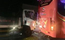 Người phụ nữ nghi ngáo đá lao đầu vào xe khách tự tử trên quốc lộ 13