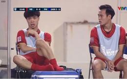 Vẻ mặt thẫn thờ của Công Phượng, Văn Quyết trên ghế dự bị được chia sẻ trong suốt trận đấu