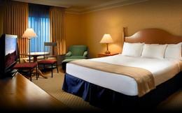 Khi ở khách sạn, không nên để giày ở dưới gầm giường hay cửa ra vào mà nên để ở vị trí này