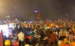 """Báo châu Á ấn tượng với màn """"đi bão"""" của CĐV Việt Nam"""