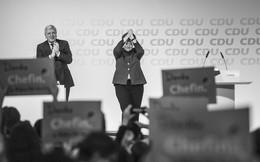 Thời khắc huy hoàng của Thủ tướng Merkel: Cả khán phòng đồng loạt đứng dậy, vỗ tay rền vang trong 8 phút