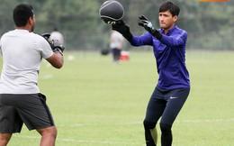 Chuẩn bị đối đầu Công Phượng, thủ môn Malaysia tập bài lạ với bóng… 5 kg