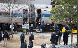 Mỹ: Tàu hỏa chở 100 nghị sĩ Mỹ đâm vào xe tải