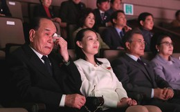TT Moon trò chuyện vui vẻ với em gái ông Kim, đại diện Triều Tiên rơi lệ khi xem ca nhạc