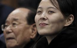 """Chỉ """"đi nhẹ, nói khẽ, cười duyên"""", vì sao bà Kim Yo Jong gây bão xứ Hàn?"""
