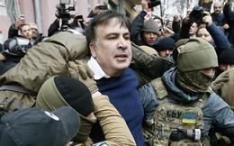 Thủ lĩnh đối lập Ukraine Saakashvili bị người bịt mặt bắt, trục xuất sang Ba Lan