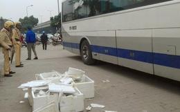 Bắt giữ xe khách chở nội tạng bốc mùi vào Hà Nội