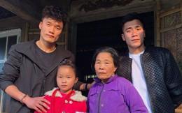 Bùi Tiến Dũng và các cầu thủ Việt làm từ thiện trước Tết Mậu Tuất