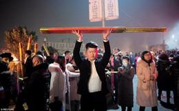 Người châu Á đổ xô đi lễ chùa cầu năm mới bình an