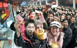 """Chùm ảnh: Từng dòng người dắt díu nhau về quê ăn Tết trong ngày đầu tiên của đợt """"xuân vận"""" ở Trung Quốc"""