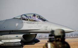 Máy bay F-16 Mỹ cháy động cơ, vứt thùng nhiên liệu xuống gần hồ Nhật Bản