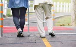 Xác định bệnh mất trí nhớ bằng cách vừa đi bộ vừa bê đồ