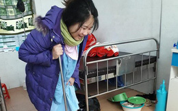 Vừa buồn cười vừa thương cảnh mẹ 9x chống gậy lò dò tập đi sau khi sinh mổ