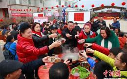 Chiêm ngưỡng tiệc 'bách gia đoàn viên' với gần 3.000 người tham gia mừng năm mới