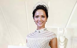 """Bị """"ném đá"""" tơi tả ngay khi đăng quang, hai Hoa hậu da nâu này vẫn chứng minh bản thân xứng đáng"""