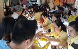 Các tiệm vàng ở Sài Gòn chật kín người ngày vía Thần Tài