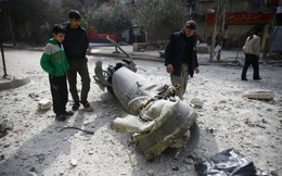 7 ngày qua ảnh: Dân Syria xem xác tên lửa rơi trên phố