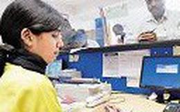 Nữ nhân viên 'thụt két' ngân hàng hơn 100 tỷ để trả nợ, sắm đồ cho người yêu