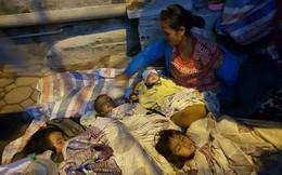 Người mẹ trẻ mang 4 đứa con nheo nhóc từ Quảng Trị ra Hà Nội xin quần áo