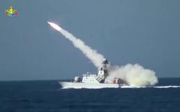 Tàu tấn công nhanh BPS-500 độc nhất của HQVN bắn tên lửa trong hành tiến: Hình ảnh hiếm