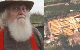 """""""Lão điên"""" bị mắng chửi vì đem chôn 42 chiếc xe buýt, sau 35 năm không ai có thể tin vào mắt mình khi ghé thăm cái hố này"""