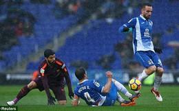 """Messi """"tịt ngòi"""", Barca suýt gục ngã sau trận khổ chiến giữa màn mưa"""