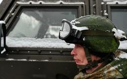 """Bộ binh Nga chống """"Cơn bão tuyết thế kỷ"""" ở Moscow"""