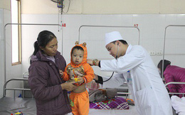 Bác sĩ nhi khoa chỉ rõ nguyên nhân không ngờ trẻ viêm đường hô hấp khi trời lạnh