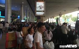 Sân bay, bến xe, ga tàu ở TP.HCM đông nghịt người về quê ăn Tết