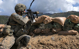 Hình ảnh binh sĩ Mỹ rèn luyện thích nghi với mọi điều kiện tác chiến