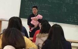 Chia sẻ cảm động đằng sau bức ảnh thầy giáo bế con cho nữ sinh viên làm bài thi suốt 2 tiếng
