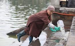 Sư thầy 10 năm giúp người dân thả cá phóng sinh ở Hồ Tây