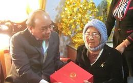Xúc động khi nhận quà Tết từ Thủ tướng Chính phủ