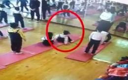 Tập động tác yoga khó, bé gái 4 tuổi có nguy cơ liệt vĩnh viễn