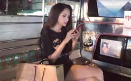 Hoa hậu Hương Giang đi mua sắm bằng phương tiện công cộng, nhiều người Thái xin chụp hình