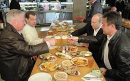 Tổng thống Putin: Thủ tướng Đức Angela Merkel thỉnh thoảng gửi bia cho tôi