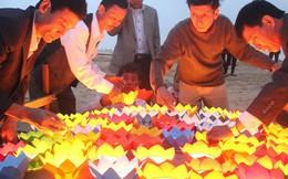 Thả đèn hoa đăng xuống biển tưởng nhớ 64 liệt sỹ trong trận hải chiến Gạc Ma