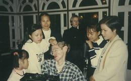 Bật mí về cô con gái nuôi người Việt của thiên tài vật lý Stephen Hawking