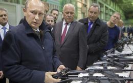 """Tổng thống Putin tiết lộ chuyện """"ôm kè kè"""" súng hoa cải khi đi ngủ"""